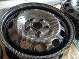 schwarz gepulvert und mit Wassertransferdruck Carbon versehen