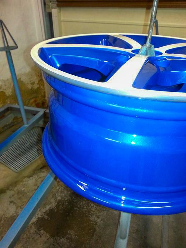 pulverbeschichtet candy-blau und weißen Speichen