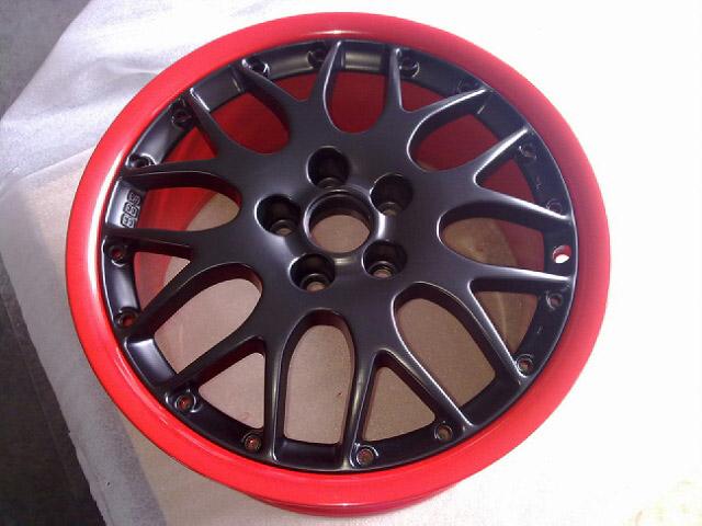 pulverbeschichtet schwarz matt / rot